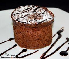 Este es el Bizcocho de Chocolate en 5 minutos, tardarás tanto en hacerlo como tu café con leche del desayuno.