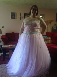 Light Blue Dresses, Prom Dresses, Formal Dresses, Male Beauty, Wedding Bridesmaids, Wedding Designs, Marie, Girl Outfits, Dress Ideas