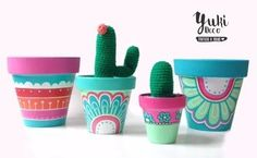 Macetas pintadas a mano/ hand painted flowerpots Painted Plant Pots, Painted Flower Pots, Pots D'argile, Clay Pots, Clay Pot Crafts, Diy And Crafts, Diy Planters, Pottery Painting, Terracotta Pots