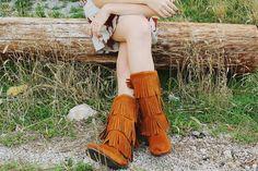 Só quem tem uma bota de franjas sabe a alegria e as amizades instantâneas que ela traz!