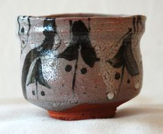 E-Karatsu by Shintaro Uchimura (内村 慎太郎). This guinomi has orange clay and where the glaze is thinner the orange shows through the glaze and where it is thickest, like in the drops, the glaze is opaque white.