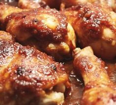 piezas de pollo en salsa de tamarindo 1 Pollo en piezas250 Gramos de tamarindos15 Cebollas cambray1/2 Taza de jarabe de tamarindo1/4 Taza de puré de tomate rojo1 Diente de ajo pelado1 Cucharadita de caldillo de chile chipotle2 Cucharadas de azúcar Aceite de oliva. Sal y pimienta al gusto