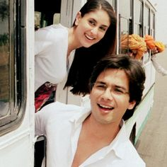 Kareena Kapoor & Shahid Kapoor in Jab We Met.