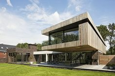 House at the edge of a forest by Hilberink Bosch Architecten