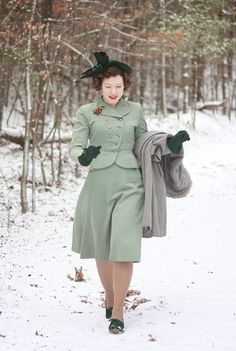 Skirt suits with flared skirts instead of pencil skirts are so cute. Polka Polish: Cherries in the Snow green suit dress outfit vintage fashion style found photo hat shoes gloves coat 1940s Fashion, Modern Fashion, Vintage Fashion, 1940s Inspired Fashion, Vintage Inspired, Fashion Design, Vintage Glamour, Vintage Ladies, Retro Outfits