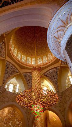Beautiful Places...Sheikh Zayed Mosque in Abu Dhabi, United Arab Emirates.