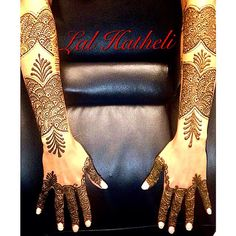 Bridal arms of a beautiful bride who wanted 'something different', loved her choice of gulf design and how it turned out. We wish the bride & groom a happy and prosperous marriage ❤️  LAL HATHELI