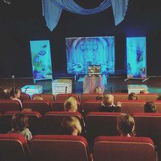 """Teatr od małego! W oczekiwaniu na """"Syrenkę"""".  #encek #kulturakrk #syrenka #dzieciaki #widownia #teatr #scena"""