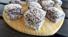 """A kókuszkocka egy klasszikus kedvenc, ami nálunk különösen """"Apukám sütije"""". Krispie Treats, Rice Krispies, Sugar Free, Cupcake, Clean Eating, Sweets, Recipes, Food, Eat Healthy"""