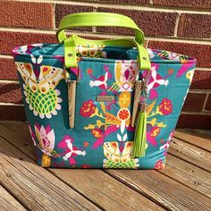 Miss Maggie's Handbag is a great free sewing pattern for beginner to advanced bag maker. Using Emmaline Strap Anchors, it will be one of your favourite bags.