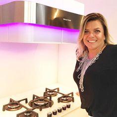 Me sentindo no futuro com a Linha Vitreous da @Brastemp!  Inaugura hoje em São Paulo o primeiro espaço conceito da marca: a Brastemp Experience o espaço tem como objetivo aproximar os consumidores da marca através de experiências de cursos e eventos focados principalmente no segmento de gastronomia e também arquitetura decoração e desing. Vamos ter muitas experiências em 2017 e estou super animada!  Quer saber mais? Acesse:  http://ift.tt/2llCRHf  #BrastempExperience #brastemp