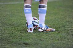 Messi y sus nuevos ADIDAS pic.twitter.com/4QL1vizH3c