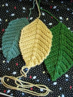Free knitting pattern: Veined Leaves   THIS WOULD ALSO BE AN EASY THING TO LEARN TO DO.  YOU COULD USE THEM FOR FALL DECORATIONS.  SOMEWHERE I THINK I STILL HAVE A PATTERN FOR AN AFGHAN AND A PILLOW WITH THESE LEAVES.  MADE IT ONCE