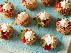 Strawberry Trifle, Strawberry Balsamic, Strawberry Sauce, Strawberry Recipes, Strawberry Shortcake, Strawberry Bread, Strawberry Fields, Spring Desserts, Great Desserts