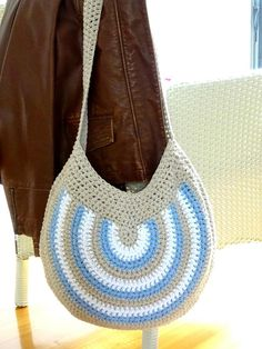 Crochet Purses Design Striped Hobo Bag Crochet pattern by Rhinestone Mumma - Bag Crochet, Crochet Shell Stitch, Crochet Handbags, Crochet Purses, Crochet Basics, Crochet Stitches, Diy Bags Patterns, Purse Patterns, Crochet Patterns