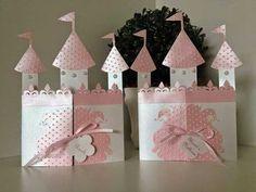Tarjeta o Invitación con Forma de Castillo de Princesa. Con Plantilla.
