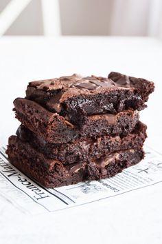 super fudgy brownies – Peter bakar Cake Recipes, Dessert Recipes, Fudgy Brownies, Cute Cakes, Something Sweet, No Bake Desserts, I Love Food, Yummy Treats, Sweets