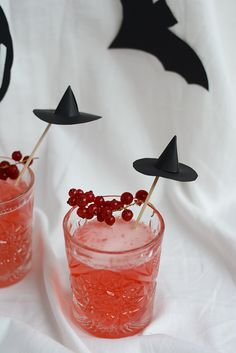 Drinks: Ribisel-Gin-Tonic - we love handmade Gin And Tonic, Halloween Diy, Our Love, Diys, Handmade, New Years Eve, Simple, Rezepte, Bricolage