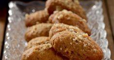 Σμυρνέικα φοινίκια (μελομακάρονα) Sweets Cake, Xmas Cookies, Bread Cake, Greek Recipes, Almond, Deserts, Food And Drink, Menu, Postres