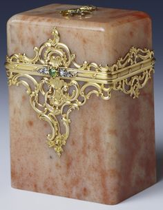 Fabergé card box in aventurine quartz mounted with gold, rose diamonds and olivines, with the initials of Grand Duchess Xenia of Russia applied to the top. Workmaster Michael Perchin, c. 1890. Owned by Grand Duchess Xenia Alexandrovna; later in Queen Mary's Collection.