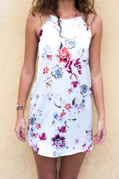 http://modlook29.com/collections/new/products/gienevive-floral-dress-white
