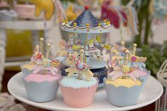 festa-infantil-aniversario-tema-carrossel-5 Carousel Cake, Carousel Party, Carousel Birthday Parties, Horse Party, 22nd Birthday, Sweet 16 Parties, Cute Cupcakes, Ideas Para Fiestas, Girl Shower