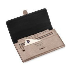 The perfect travel accessory to your hand luggage, make sure you stay organised in style with our classic leather travel wallet.