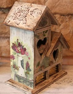 story painted or decoupage this one. Large Bird Houses, Bird Houses Painted, Tole Painting, Painting On Wood, Bird Boxes, Tea Box, Country Paintings, Painted Furniture, Woodworking Crafts