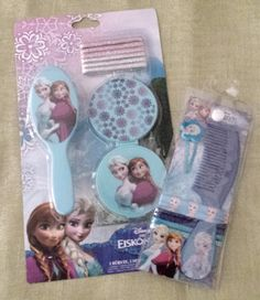 """Hübsche Accessoires aus dem Film """"Die Eisprinzessin"""" können jetzt auch bei Euch Einzug halten. Ich verlose im Juli das Set mit Spiegel, Bürste, Kamm, Haarspange und vielen glitzernden H…"""