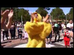Mr Sinks chicken dance on Lygon Street