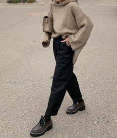 Petite Fashion Tips .Petite Fashion Tips Normcore Fashion, 70s Fashion, Korean Fashion, Winter Fashion, Fashion Outfits, Fashion Hacks, Petite Fashion, Vintage Fashion, Fashion Tips