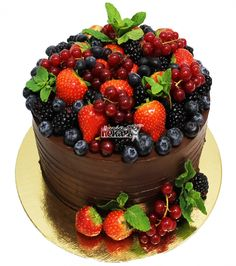 Cakes To Make, Cakes And More, How To Make Cake, Cake Decorated With Fruit, Chocolate Fruit Cake, Sweets Cake, Sweets Recipes, Let Them Eat Cake, Cake Designs