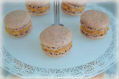 Macarons à la poudre de noix de pécan et ganache à la carotte