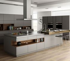 A kitchen is much more than a mere space for preparing hot and cold dishes. Cooking, eating and living in a kitchen, the modern kitchen is a true design object. This is also reflected in the new kitchen trends for the year The simple, white … Home Decor Kitchen, Kitchen Plans, Kitchen Remodel, Kitchen Decor, Contemporary Kitchen, Home Kitchens, Modern Kitchen Design, Laminate Flooring In Kitchen, Kitchen Design
