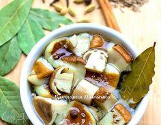 На сайте есть несколько рецептов маринования грибов... Может и мой вариант кому-нибудь пригодится... Грибы лучше брать некрупные, крепкие и нечервивые... Рецепт на 1 л воды. Если у вас грибов бо...