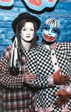 O primeiro fim de semana de novembro será radiante e carnavalesco: http://www.thenewframepost.com.br/colunas/o-primeiro-fim-de-semana-de-novembro-sera-radiante-e-carnavalesco