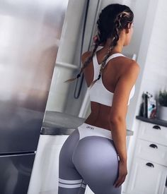 The guide for lazy girls for nailing sporty summer outfits Zumba, Fitness Motivation, Fitness Goals, Shape Fitness, Michelle Lewin, Body Inspiration, Fitness Inspiration, Weight Lifting, Weight Loss