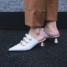 #chiko #chikoshoes #shoes #fashion #fashionable #style #lookbook #spring #summer #2018 #new #best #streetstyle #chic #trend #streetfashion #bow #kittenheels #mules #slipon #sweet #golden