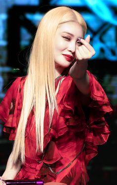 South Korean Girls, Korean Girl Groups, Cool Girl, My Girl, Kim Chanmi, Blonde Asian, Kim Chungha, Aesthetic People, Korean Singer