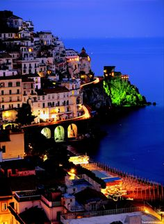 Discover Italy Tour (12 Day Tour)  The perfect introduction to Europe's most visited destination, this eclectic tour travels the length of this amazingly diverse country, providing our guests an opportunity to explore the most beautiful and intriguing parts of Italy, from vibrant cities like Rome and Venice, to sprawling countryside to its most breathtaking coastal areas including the Amalfi region.