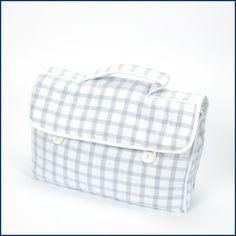 Ich packe meine #Koffer und nehme mit: Den edlen #Kulturbeutel im feinsten #Caro. Sieht super aus, ist #praktisch im Format und hat ein großes #Fassungsvermögen. Ideal für alle #Reisen. Gleich hier im #Feingefuehl #Shop bestellen: http://feingefühl-shop.de/haus-und-hof/bad/290/kulturbeutel-karo
