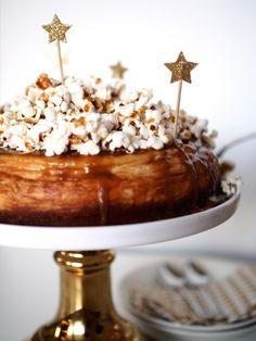 Annin Uunissa: Uudenvuoden Kinuskijuustokakku Popcornilla