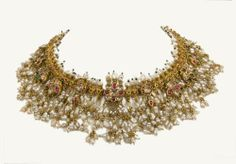 A gold necklace, Guttapusal