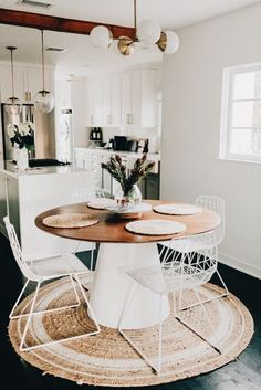 Summer style!! Wonderful modern contemporary round breakfast table in white and wood! Perfect spot for morning coffee!