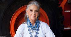 Ali Macgraw, a Love Story 78 éves legendás színésznője divattervező lett Ali Macgraw, Man Repeller, Advanced Style, Ageless Beauty, Aging Gracefully, Getting Old, Gorgeous Women, Simply Beautiful, Style Icons