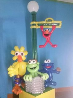 Sesame street balloons-- oh, to be this skilled!