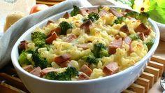 Makaronipudding er en klassisk middagsfavoritt som både store og små elsker. Bland inn litt av favorittgrønnsakene, og du har en alt-i-ett-middag på et blunk!