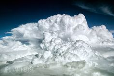 Airline Pilot Captures the Dramatic Beauty of Weather Photography