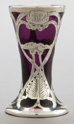 AMERICAN GLASS VASE WITH SILVER OVERLAY ATTRIBUTED TO LA PIERRE, circa 1900 .