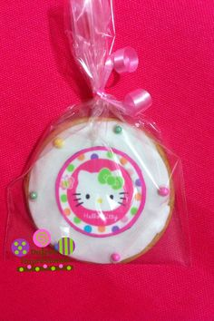 Una galleta de mantequilla 100% , fondant y una oblea de sugar sheet de Kitty, totalmente comestible!